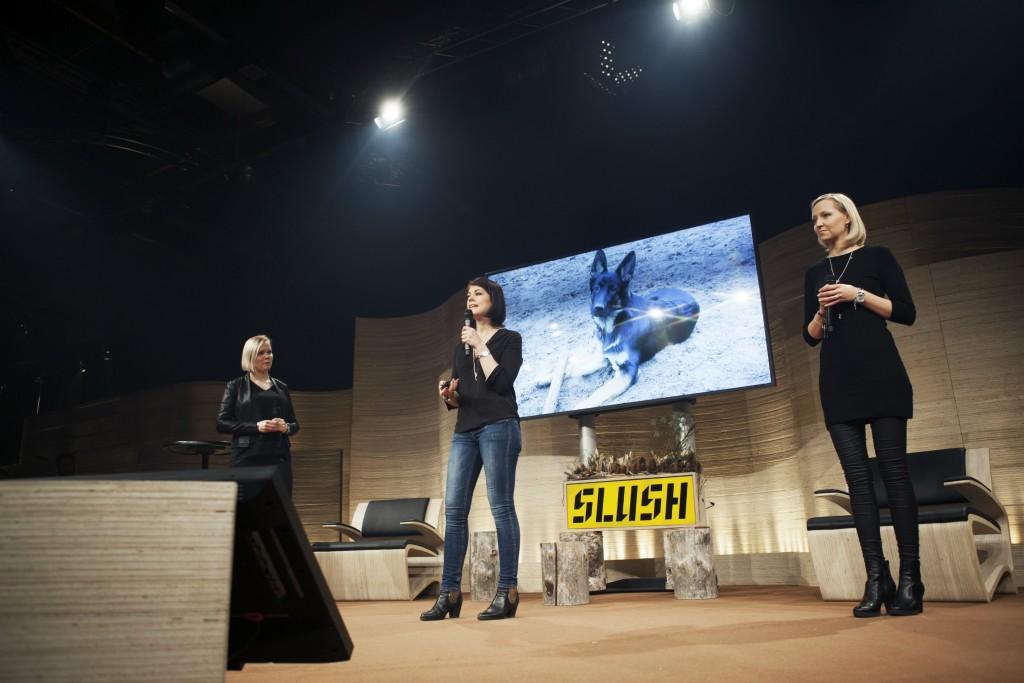 Historian ensimmäisen Science Pitching -kilpailun voitti Copla-tiimi, jota vetää Virpi Muhonen (vas.) Tutkijoiden innovaatio mullistaa rustovaurioiden hoidon. Heidän kehittämänsä biomateriaali sulautuu osaksi ihmiskehoa ja nopeuttaa näin onnettomuuksista toipumista.