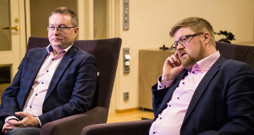 Elisan turvallisuusjohtaja Jaakko Wallenius (vas.) ja kyberturvallisuuden neuvonantaja Erka Koivunen F-Securelta.